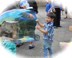 . . .making gargantuan bubbles. . .